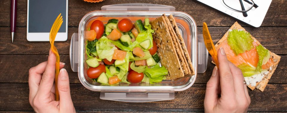 image Tips for Healthy Summer Lunches in the Workplace